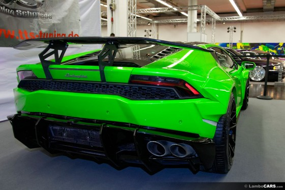 Rear view of the bright green metallic Lamborghini Huracan with Prior Design kit