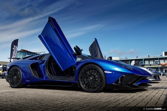 This blue Lamborghini Aventador Superveloce Roadster looked absolutely stunning